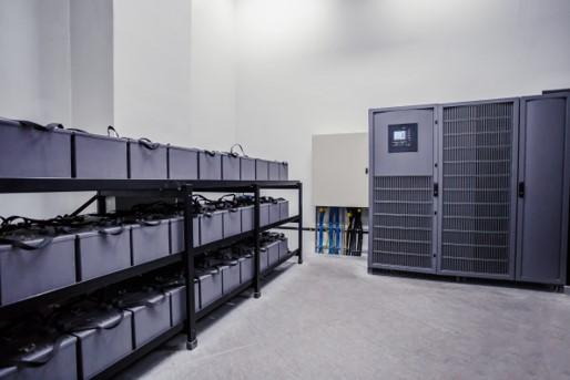 パワーとセンシングのコネクタを集約し、接続作業を自動化して生産性がアップした事例