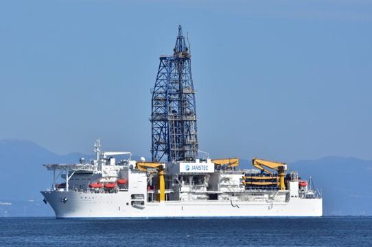 海洋業界で活躍する光ファイバー・ロータリージョイントとは