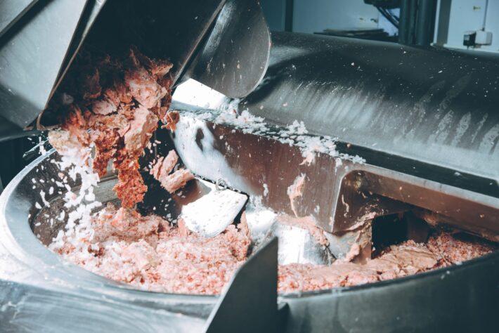 ヘルールクランプ用ワンタッチ式カップリングを導入し、生産性と安全性を向上させた食品工場での事例